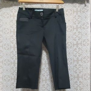 GUESS By Marciano Black Capris Zipper Back Pockets